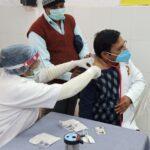 जिले में आशा देवी को लगा कोरोना का पहला टीका